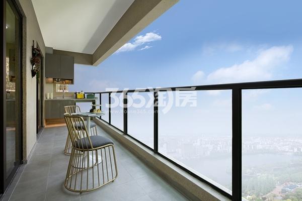 绿地西水东中央生活区W公馆194平样板间阳台