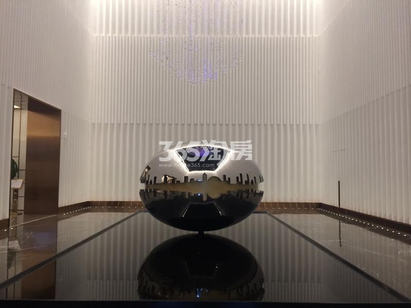 融信保利创世纪售楼处实景图 2017年8月摄