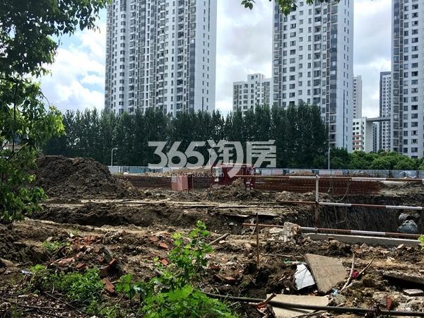 银城东樾府工地实景图(2017.8摄)